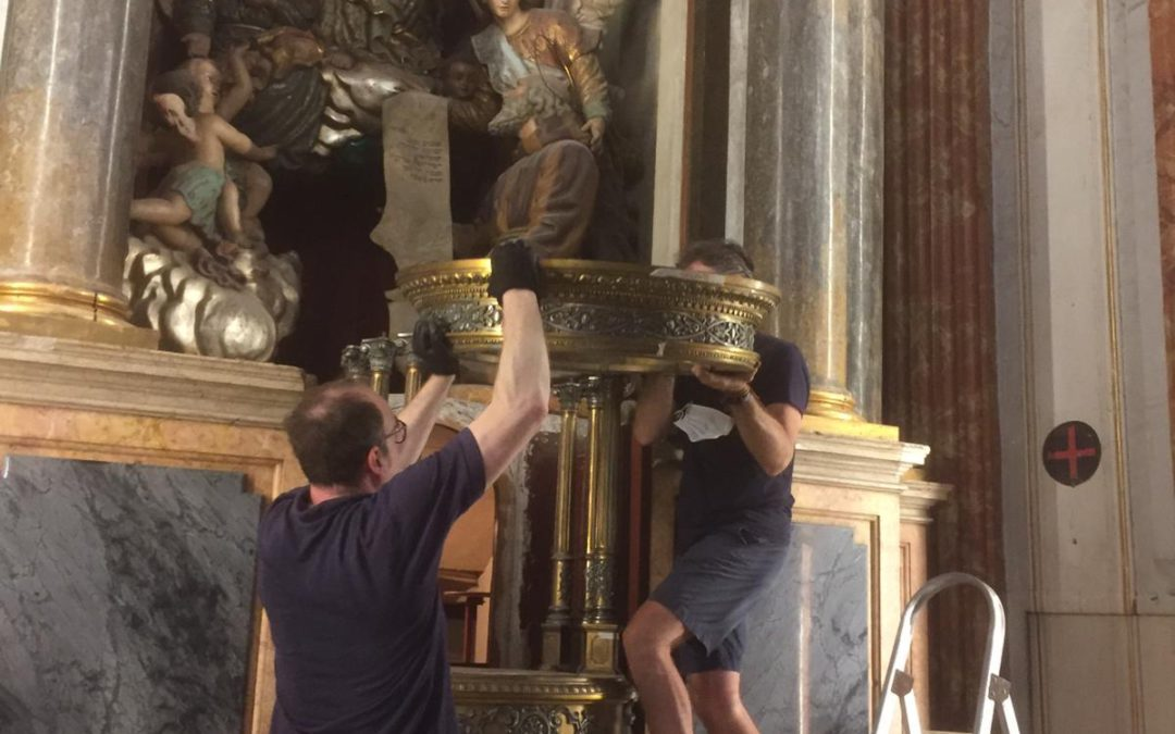 Desmontado el Ostensorio de la iglesia de las Escuelas Pías de Valencia para su restauración